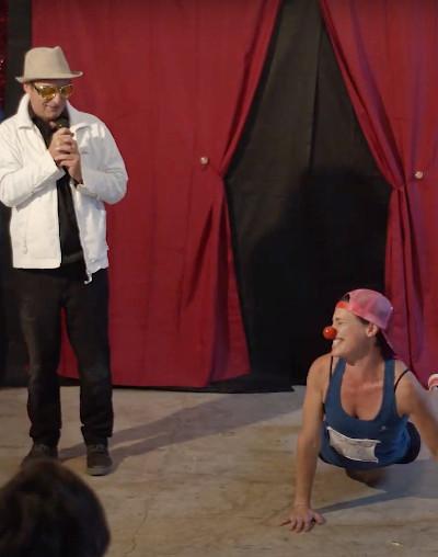 Lo spettacolo 'Va bene così' con Adrian Kaye e Federica Trachida al Festival degli Artisti di Strada 2021